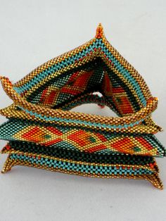 Beaded triangular bangle bracelet by Bonnie Van Hall. Ear Jewelry, Bead Jewellery, Seed Bead Jewelry, Beaded Jewelry, Handmade Jewelry, Jewlery, Loom Patterns, Beading Patterns, Seed Bead Bracelets