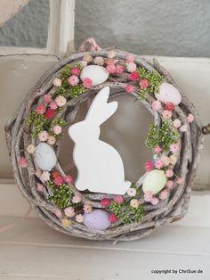 Osterdeko: Türkranz Ostern mit bunten Blüten / Easter decoration: wreath with Easter bunny made by ChriSue via DaWanda.com