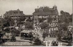Postcard BENTON HARBOR Michigan House of David Admin. Building - Vintage Cars