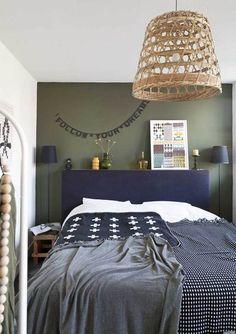 Sleeping paradise | photographer: Jansje Klazinga styling: Frans Uyterlinde | vtwonen september 2013 #vtwonen #magazine #interior #bedroom #green #blue #blankets