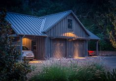Barn Garage. Garage Bar-style. Rustic garage. Rustic garage barn style ideas. Moller Architecture, Inc.