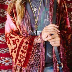 Boho Look | Bohemian festival style hippie chic bohème vibe gypsy fashion indie folk the 70s | Tie-dye kimono
