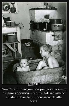 History in Photos: Roman Vishniac Old Pictures, Old Photos, Vintage Photographs, Vintage Photos, Roman, Ddr Museum, Russian American, Jewish History, Childhood Days