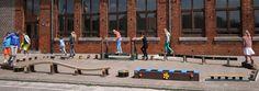 Cour de récréation: Fabriqué en plastique recyclé imputrescible de Govaplast et sans échardes et entretien. Basketball Court, Backyard, Childhood Games, Courtyards, Plastic Art, Interview, Patio, Backyards