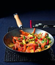 Krevety s ananasem, paprikami a rybí omáčkou recept - ApetitOnline.cz My Favorite Food, Favorite Recipes, Kung Pao Chicken, Ratatouille, Wok, Japchae, Allrecipes, Healthy, Ethnic Recipes