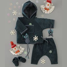 a hooded vest, a harem pants and baby velvet booties Coin Couture, Baby Couture, Couture Sewing, Marie Claire, Sewing For Kids, Baby Sewing, Baby Necessities, Clothing Tags, Diy Clothes