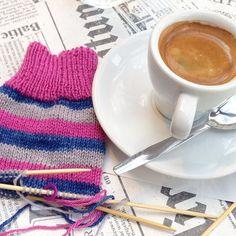 Lundi matin qui pique. Avec une bonne crève  beaucoup de boulot mais le début de la 2eme chaussette !  #nevernotknitting #ravelry #tricot #yarn #instaknit #igknitters #OneDownOneToGo #pink #socks #strikke #diy #handknit #handmade #handknitsocks #knitting #knistagram #knitaddicted #knittingismyyoga #knittersofinstagram #knittingmakesmehappy #wovember #nevernotknitting by alinero
