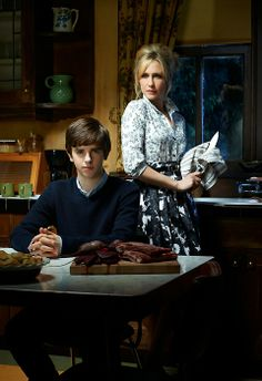 Bates Motel Cast and Crew | BATES MOTEL DIVA IS PSYCHO MAMA