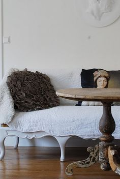 Shabby Chic Homes Cottage Chic, Decoration Shabby, Classic Portraits, Wood Tile Floors, Ivy House, French Decor, French Chic, French Style, Old World Charm
