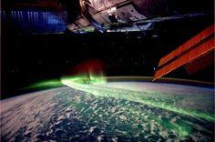 Aurora boreal vista do espaço sideral