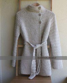 Spiegazioni per fare cappottino in lana a uncinetto senza cuciture con tecnica top down.
