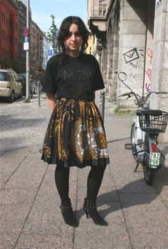 love the heaviness of this outfit- like a rocknroll pr girl selling vinyl records in an Turkish opium den. Street Peeper, Punk Rock Girls, Berlin Street, Punk Fashion, Street Fashion, European Fashion, Fashion Forward, Skater Skirt, The Outsiders