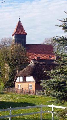 Middelhagen im Herbst | Kirche von Middelhagen (c) Frank Koebsch.Gepinnt von Gabi Wieczorek auf Baltic Sea Germany.