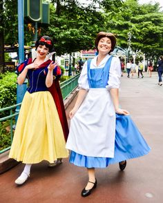Snow White and Belle from Beauty and the Beast. My 2 favorite princesses!