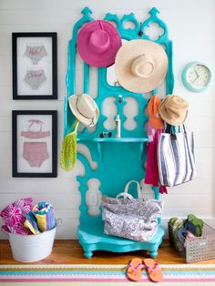 Turn any room into a cheerful space with colorful furniture! Get a step-by-step guide to painted furniture here: inspiration Furniture diy Beach Cottage Style, Beach Cottage Decor, Coastal Style, Beach House, Bright Painted Furniture, Colorful Furniture, Furniture Ideas, Painting Furniture, Lacquer Furniture