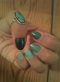 Green ombre nail, matte finish