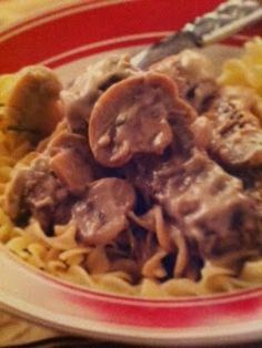 Easy crockpot recipes: Mushroom and Steak Stroganoff Crockpot Recipe