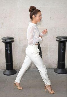 Vanessa Hudgens: Lovely in London!: Photo Vanessa Hudgens is white hot chic as she arrives for an interview at BBC Radio 1 on Tuesday morning (July in London, England. All White Outfit, White Outfits, Casual Outfits, All White Party Outfits, White Pants Outfit, Vanessa Hudgens, White Fashion, Look Fashion, Street Fashion