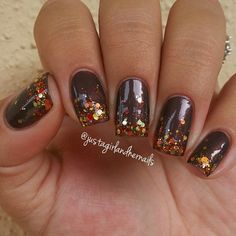 Check these out fall nail designs! Thanksgiving Nail Designs, Thanksgiving Nails, Seasonal Nails, Holiday Nails, Trendy Nails, Cute Nails, Glitter Nails, Gel Nails, Manicures