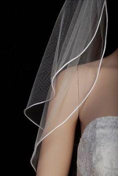 Amazon.com: White 2 Tier Fingertip Swarovski Crystal Rhinestones Wedding Bridal Veil: $18. Este es más larguito