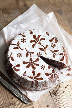 Torta Caprese (chocolate fondant and almond) aa Doce Banana, Sweet Recipes, Cake Recipes, Torte Cake, Chocolate Fondant, Almond Chocolate, Italian Desserts, Italian Recipes, Piece Of Cakes