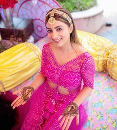 Bridal Hairstyle Indian Wedding, Indian Wedding Video, Indian Bridal Hairstyles, Bride Hairstyles, Desi Wedding, Wedding Looks, Bridal Looks, Bridal Outfits, Bridal Dresses