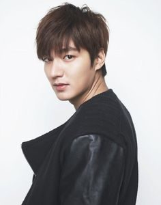 We had a deluge of pictures of Heirs' Kim Woo Bin, and it is now Lee Min Ho's turn :) Wink but don't blink! Jung So Min, City Hunter, New Actors, Actors & Actresses, Asian Actors, Korean Actors, Korean Dramas, Lee Min Ho Profile, Lee Min Ho Kdrama