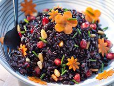 Avec les lectrices reporter de Femme Actuelle, découvrez les recettes de cuisine des internautes : Salade de riz noir aux pignons