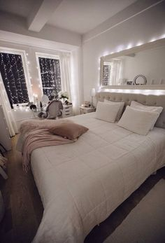 142 cozy home decorating ideas for girls bedrooms page 39 Bedroom Decor For Teen Girls, Cute Bedroom Ideas, Room Ideas Bedroom, Girl Bedroom Designs, Home Decor Bedroom, Gray Bedroom, Bed Ideas, Bedroom Inspo, Bedroom Decor For Couples Romantic