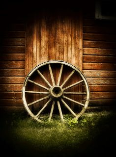 Country Still Life - wagon wheel Country Barns, Country Life, Country Roads, Country Style, Wooden Wagon, Old Wagons, Country Scenes, Farms Living, Le Far West