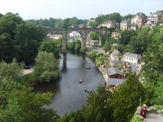 Knaresborough viaduct-North Yorkshire-Could go for a English Brekkie at Daisys along the water! Yorkshire Towns, Visit Yorkshire, Yorkshire England, North Yorkshire, Places To Travel, Places To Visit, Norman Castle, Moving To The Uk, Living In England