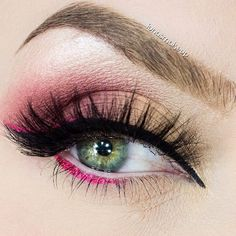 Feeling peachy today with this ripe look by the lovely iunasmakeup using Makeup Geek's Shimma Shimma, Peach Smoothie, Cupcake and Bitten eyeshadows. This look has us ready for spring!