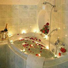 I would love to sink down in this big tub with rose pettals Aww!!!