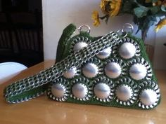 DIY: Recycle Project: Crochet a handbag with soda can bottoms and pop tabs Part 3