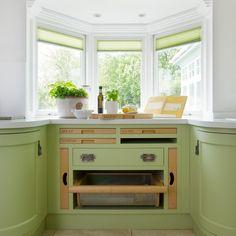 Küchen Küchenideen Küchengeräte Wohnideen Möbel Dekoration Decoration Living Idea Interiors home kitchen - Bespoke grüne Küche mit Erker