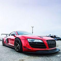 PREMIUM AUTOTEES CAR T-SHIRT FOR R8 SPORTS CAR ENTHUSIASTS