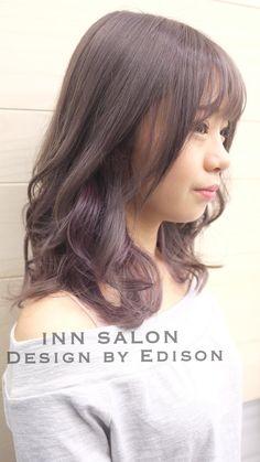 很有質感的深灰髮色局部刷染紫灰色低調中的高調 底色需事先漂色處理 建議搭配OLAPLEX 還原結構保養才讓髮質為持光澤與彈性 Design by Edison