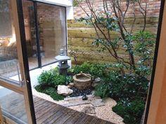 Ejemplo de jardín japones en porche acristalado.