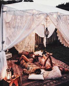home exterior exotic exteriors nontraditional living bohemian home boho life aw. Diy Camping, Backyard Camping, Camping Glamping, Bohemian Living, Bohemian Decor, Bohemian House, Bohemian Patio, Gypsy Decor, Boho Houses