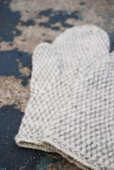 beautiful and inspiration only — 'mariacarlander's mrs grey mittens' on Rav but no pattern Knitted Gloves, Knitting Socks, Hand Knitting, Knitting Patterns, Fingerless Mittens, Hat Patterns, Mittens, Ganchillo, Tejidos