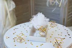 Στολισμός γάμου ιδέες σε λευκό & χρυσό - ΓΑΜΟΣ Container, Table Decorations, Create, Wedding, Home Decor, Valentines Day Weddings, Decoration Home, Room Decor, Weddings