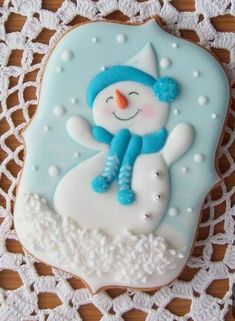 Be creative when making your Christmas Cookies ❣️ christmas desserts creative Snowman Cookies, Christmas Sugar Cookies, Christmas Sweets, Holiday Cookies, Fancy Cookies, Iced Cookies, Cute Cookies, Cupcakes, Cupcake Cookies