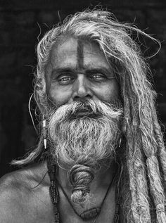 Absolutely fascinating sadhu from India Old Man Portrait, Foto Portrait, Portrait Photography, White Photography, Beautiful Men, Beautiful People, Stunningly Beautiful, Old Faces, Black And White Portraits