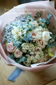 여자친구분를 위한 꽃선물로 주문해주신 꽃다발, 핸드타이드(Handted)입니다~ 여성분들이 좋아하시는 파스...