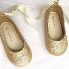 Available now!✨Champagne gold shoes for pretty girls
