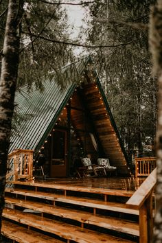 future house How to build a nice tiny cabin powered by solar Alexander grew up in a homesteading him, self-sufficiency, including gardening, and rais Tiny House Cabin, Tiny House Design, Cabin Homes, Off Grid Tiny House, Tiny House Living, Living Room, Living Area, Cabins In The Woods, House In The Woods