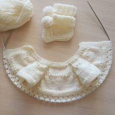 Musmutlu pazarlar herkese 0 / 3 aylık bebeğe, 68 ilmikle başladım.. #goedemorgen #goodmorning #gutenmorgen . #yelek #yelekmodelleri #handmade #örgüaşkı #orgugram #örgüterapim #yelekler #hamile #yenidogan #handcraft #kizbebek #kitting #knitting #deryabaykal #siparisalinir #breien #deryaligunler #isinsirrideryada #10marifet #gaziantep #handarbeit #kremrengi #elişi #bebekörgüleri #popcorn #patikler #patik Pop Corn, Knitted Baby Cardigan, Baby Knitting, Boho Shorts, Knitwear, Knit Crochet, Beautiful, Collection, Instagram