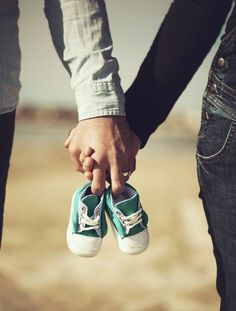 Most of you already saw my exciting baby news last week ... so today I decided to share some of the great baby announcement photo ideas th...