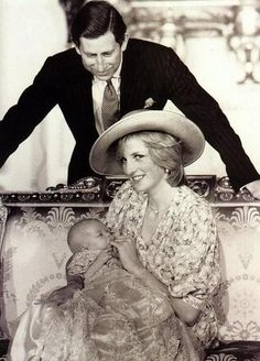 Prince Charles, the Prince of Wales with Wife Princess Diana and First Born Son Prince William by Mayra Quesada Princess Diana Photos, Princess Diana Family, Princes Diana, Prince And Princess, Princess Kate, 2 Princes, Baby Prince, Princess Beatrice, Princess Elizabeth