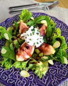 Salada de figo com queijo de cabra, amêndoas e redução de balsâmico